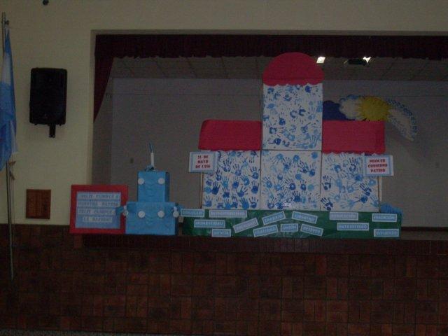 Escuela n 359 manuel belgrano feliz cumplea os for Decoracion 25 de mayo nivel inicial